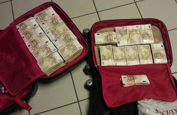 L 39 trange valise magique qui produit des billets de banque existe t elle vraiment - Comment ranger une valise ...